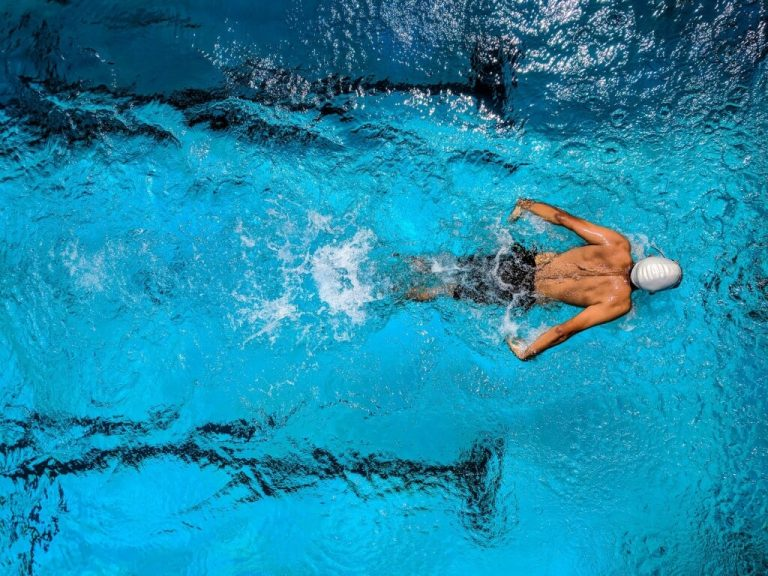 Protecting Your Hearing: 4 Facts About the Swimmer's Ear Condition