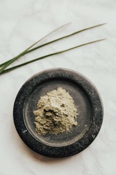 kratom powder in bowl
