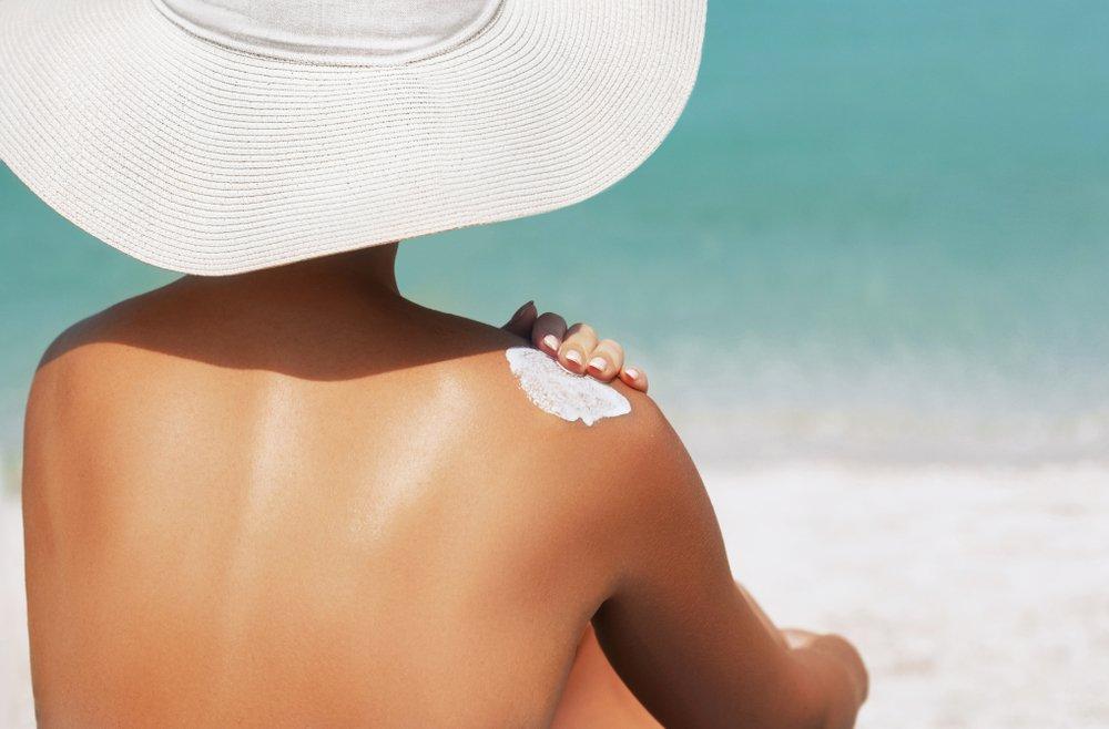 woman sunscreen beach