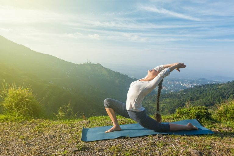 7 Simple Yoga Poses You Can Perform At Home If You Are a Busy Mom